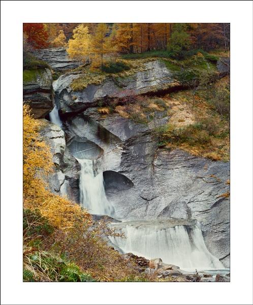 Verzasca cascade by joolsb