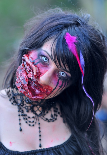 Zombie portrait by steevo46
