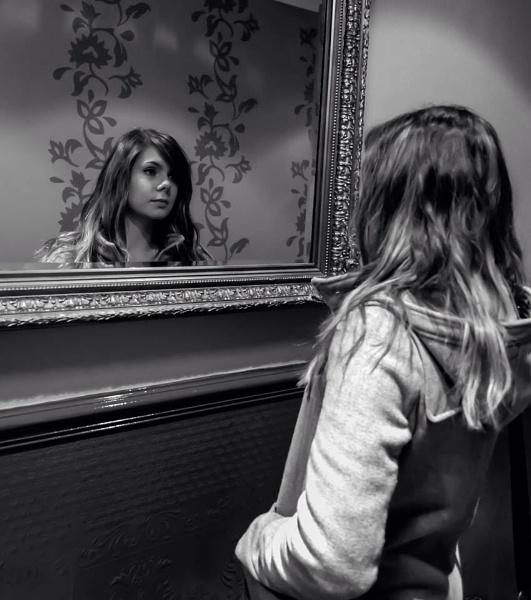 Mirror mirror by Sreidser08