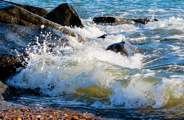 Splash On The Rocks by JJGEE