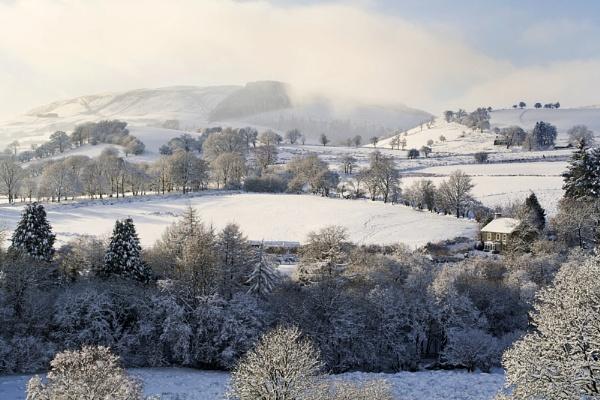 Maes y Gwaelod winter by ChrisJP