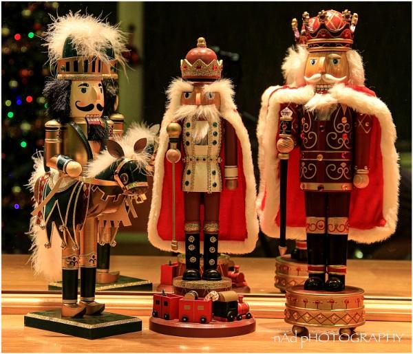 Freeze framed festive figures….
