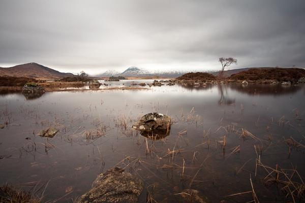 Lochan na h\'Achlaise by Phil_Restan