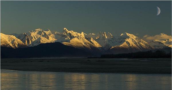 Alaskan mountain range at end of day by hibbz