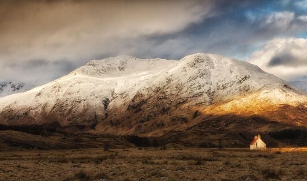 Athnamulloch Bothy, Glen Affric by Colin_Leslie