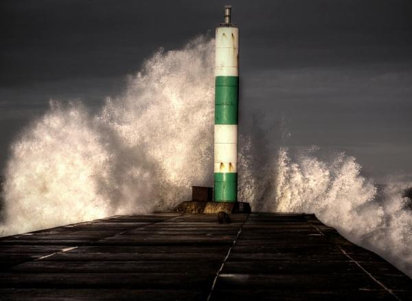 Storm wave in Aberystwyth by rigsby8131
