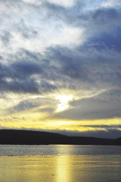 Blue sky reflection by Foshowski