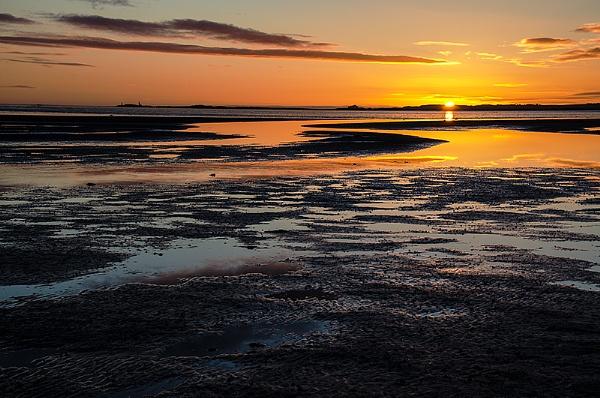 Sunrise over the estuary by icphoto