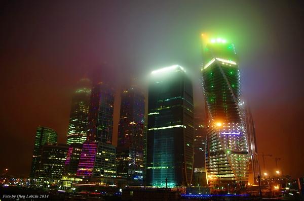 Christmas envelops the city ... by Oleg_Lobzin