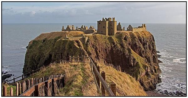 Dunnottar Castle by lenocm