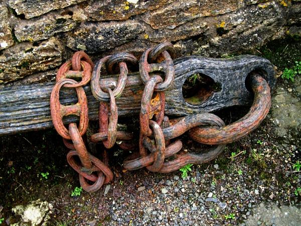 Old Anchor & chain (Jamaica Inn) by eddiemat