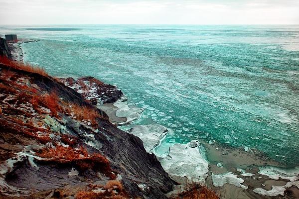 Lake Erie Coastline In January by radfog