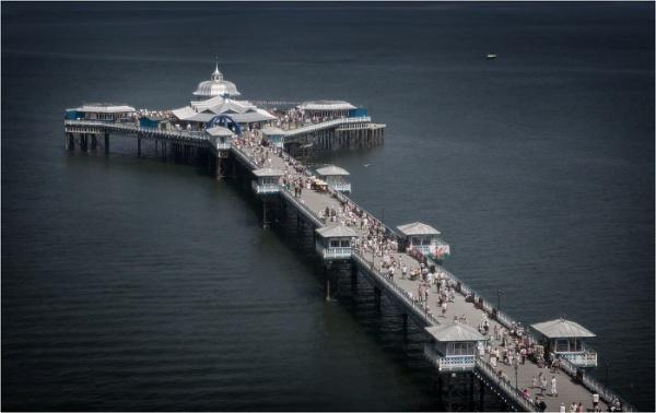 Llandudno Pier by silverbells