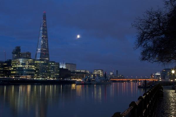 London in moonlight by davetibb