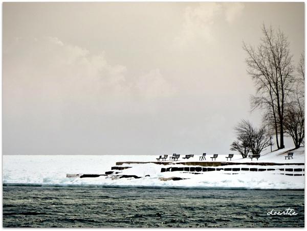 Ice Mass on Lake Huron by doerthe