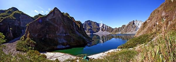 Pinatubo crater lake by guitarman74uk