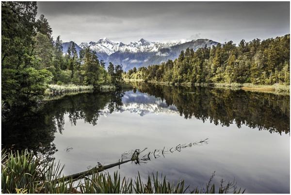 Beautiful Lake Matheson by Mactogo