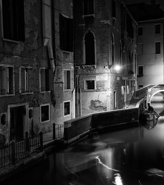 Venice B&W by robertjhook