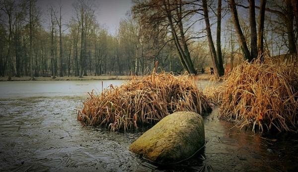 whispering frost by atenytom
