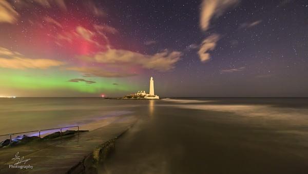 St Mary\'s Lighthouse - Aurora Borealis by Ian71