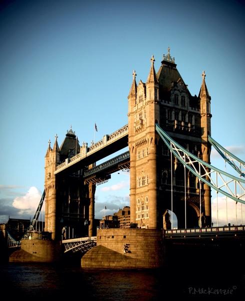 Tower Bridge by bugdog
