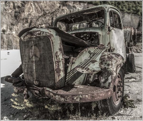 Seen better days... by Mactogo