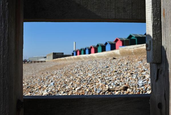 beachuts through the groynes by Laurencep75