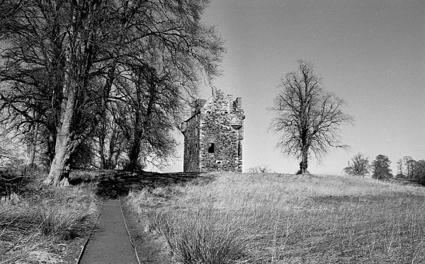 Greenknowe Tower by ErictheViking