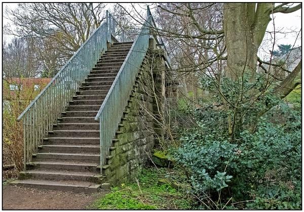 Old stone railway bridge. by lenocm