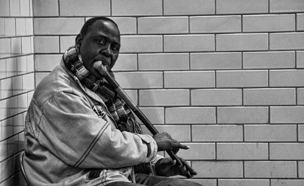 The lone musician by Armando21