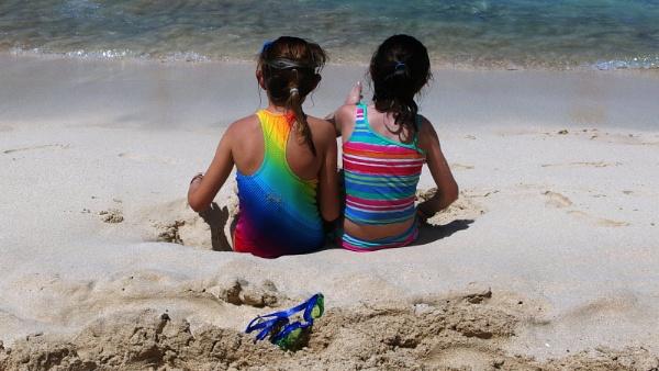 Two  kids by daviewat