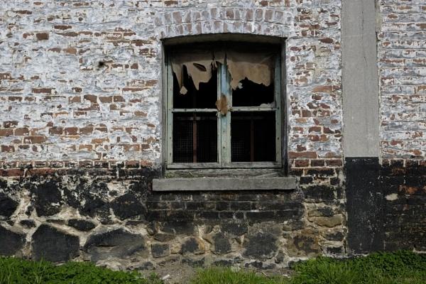 Lessines old burned building by btu
