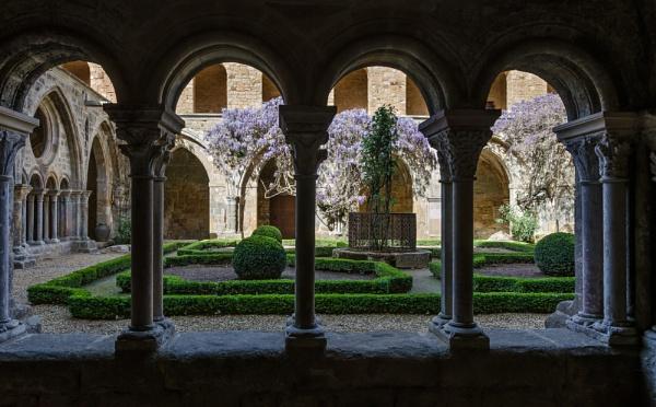 Abbaye de Fontfroide by Gaucho