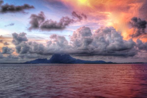 Sunrise in  Tahiti by mmart