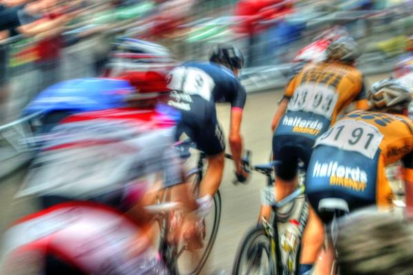 Cycling in a blur by Hamlin