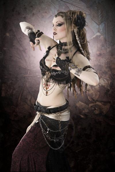 Gothic Bellydancer by hirschi