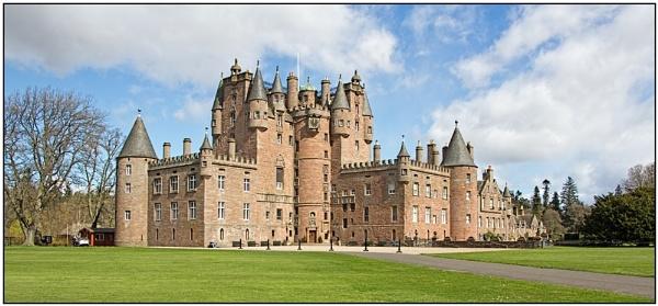Glamis Castle by lenocm