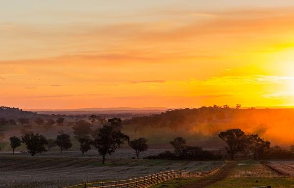 Stockinbingal Sunset by dcurry