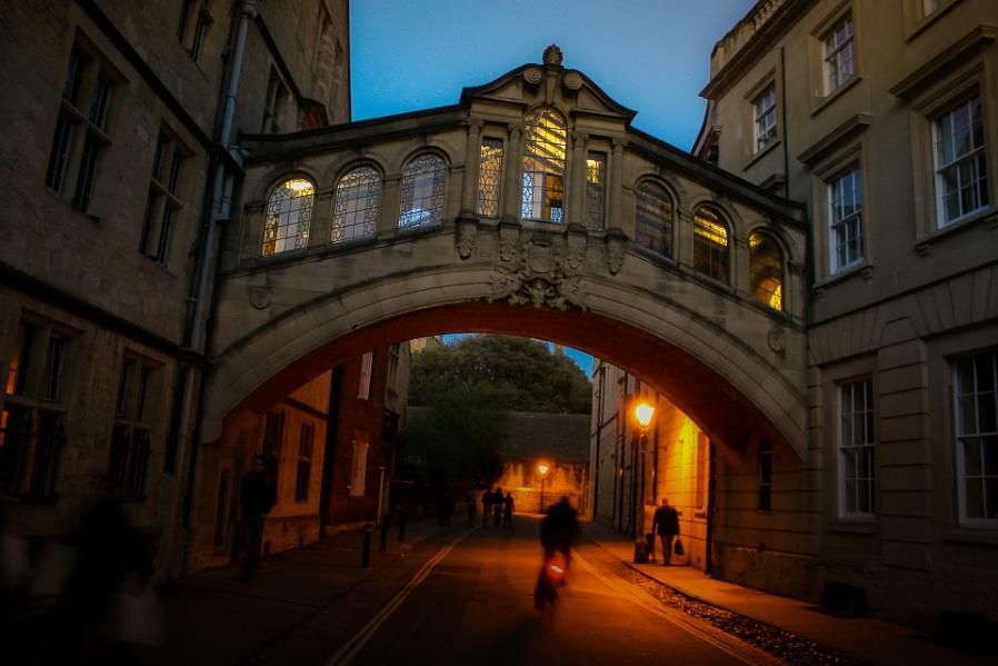 Bridge of Sighs at night