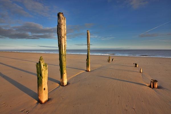 Spurn Point Beach by oddlegs