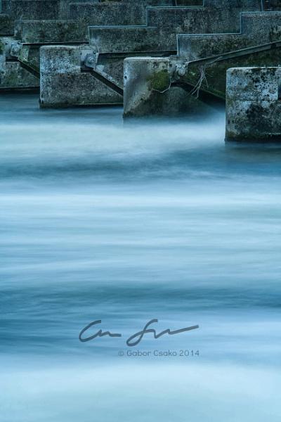 Thames river minimal by gaborfoto