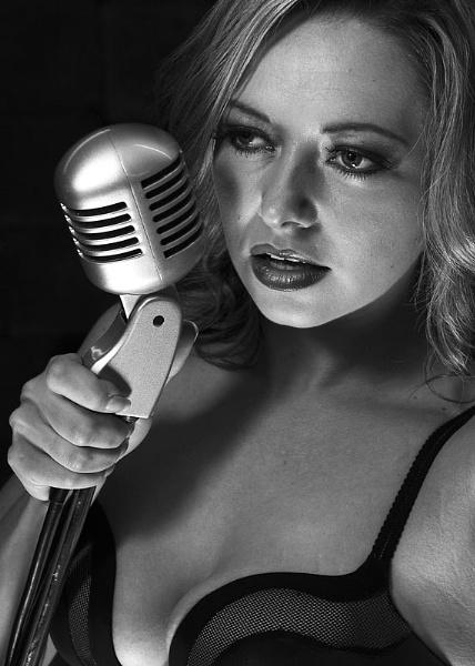 The Singer by aviaandy