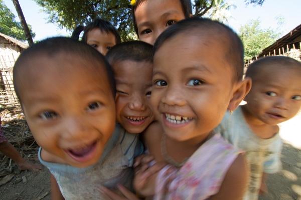 Happy Kids by makuba