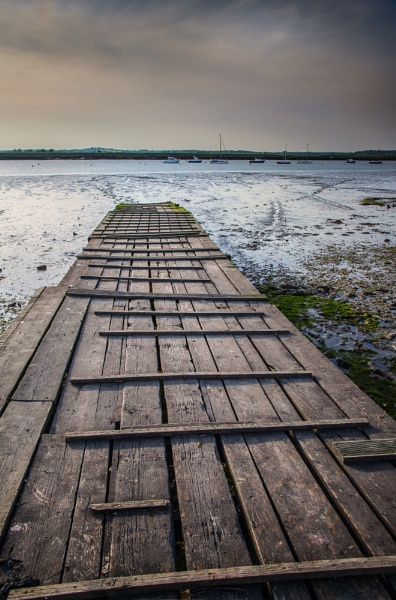 Mersea Pier by HowieR