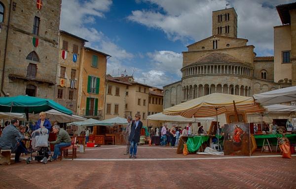 Market Day in Arezzo by ubaruch