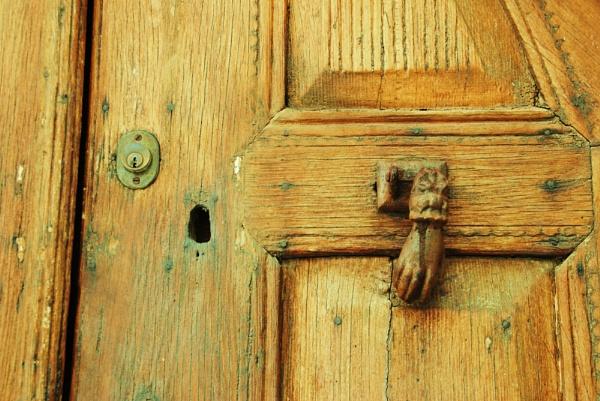 Door to Door (II) by Chinga