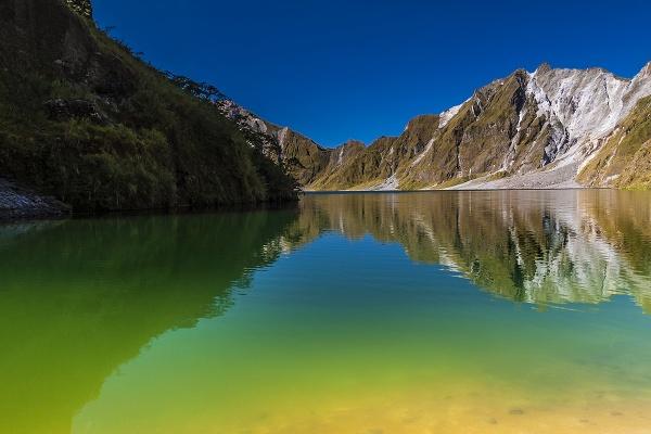 Mt Pinatubo Crater Lake by guitarman74uk