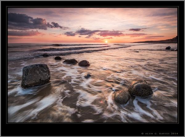 Greeting The Tide by Tynnwrlluniau