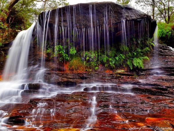Weeping Rock - Wentworth Falls by AttractiveNerd