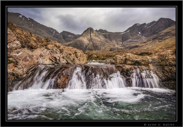 Paddling in Glen Brittle by Tynnwrlluniau
